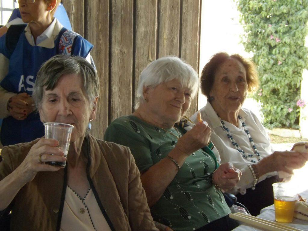 Los mayores de Fundomar visitan la Aldea del Rocío