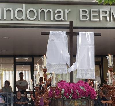 La Cruz de Mayo de Los Bermejales visita FUNDOMAR
